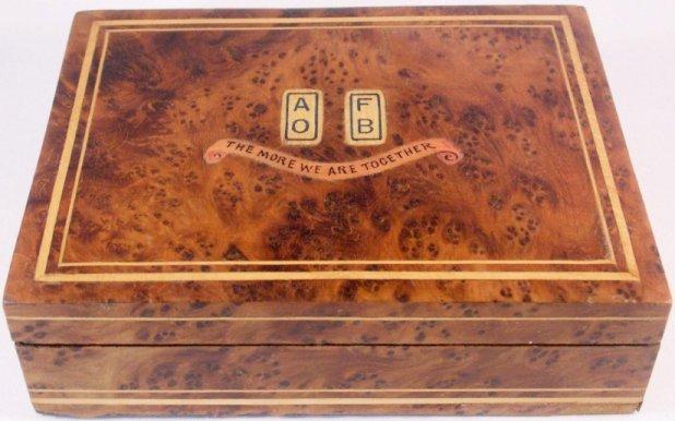 Burr walnut cigarette Box