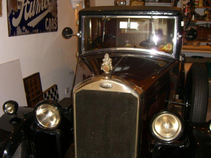 Mascot on a 1929 Humber